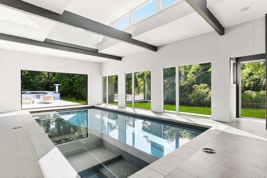 modern, light, airy, pool, kitchen,
