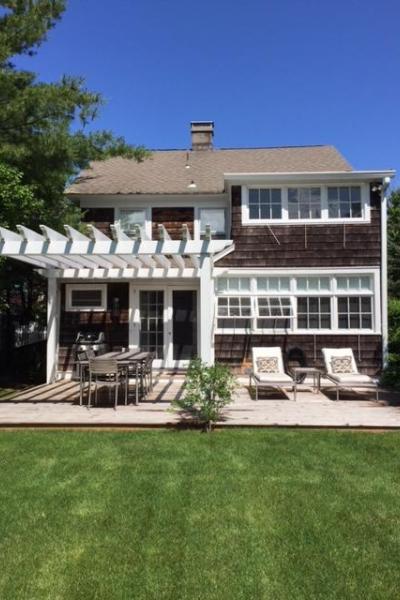 Hamptons, contemporary, shingled, white, light, kitchen, bathroom, pool,
